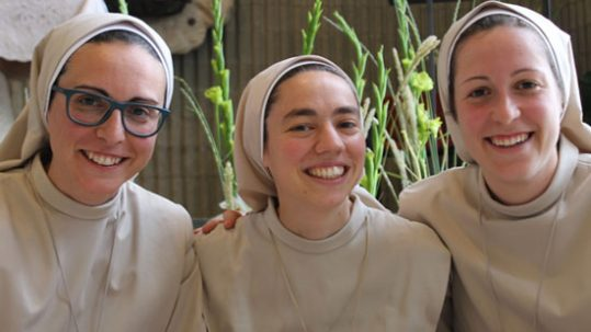 Profesión religiosa Elena Saez, Anabel Beneyto y renovación Ana Muñoz
